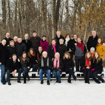 Winter extended family portraits with scarves